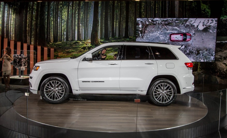 2017 jeep grand cherokee achieves nhtsa 5 star rating. Black Bedroom Furniture Sets. Home Design Ideas