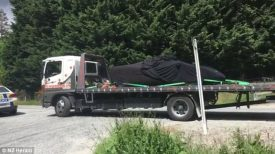 truck_taking_crashed_vehicle_in_new_zealand