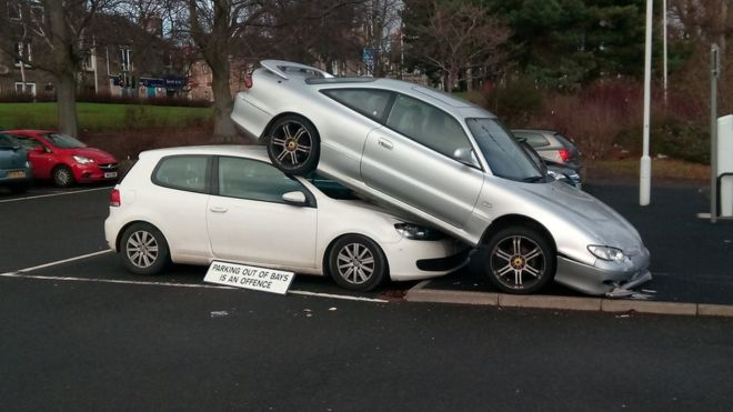 Car Strucks Another Car S Roof At Kirkcaldy Station Car Park