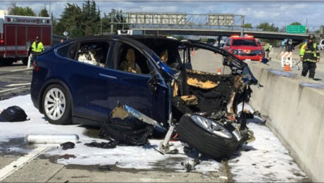 Tesla car crash investigated