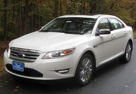 800px-2010_Ford_Taurus_Limited_2_--_10-31-2009