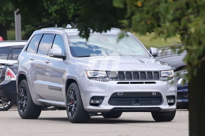 2018 jeep grand cherokee trackhawk spied
