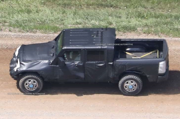 Jeep Wrangler Pickup spied for the first time