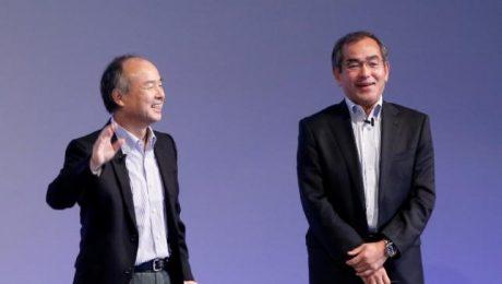 SoftBank Group Corp Chairman and CEO Masayoshi Son (L) and Honda R&D President and CEO Yoshiyuki Matsumoto attend SoftBank World 2016 conference in Tokyo, Japan, July 21, 2016. REUTERS/Kim Kyung-Hoon