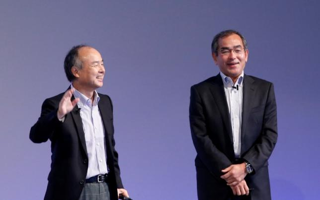 SoftBank Group Corp Chairman and CEO Masayoshi Son (L) and Honda R&D President and CEO Yoshiyuki Matsumoto attend SoftBank World 2016 conference in Tokyo, Japan, July 21, 2016. REUTERS/Kim Kyung-Hoon
