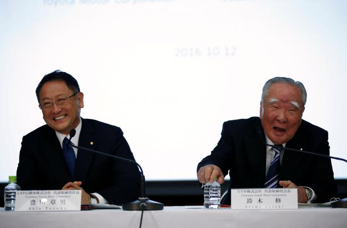 Toyota Motor Corp President Akio Toyoda (L) and Suzuki Motor Chairman and CEO Osamu Suzuki attend their joint news conference in Tokyo, Japan, October 12, 2016. REUTERS/Toru Hanai