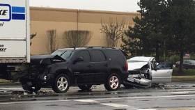 one dies in car crash in Fife, Washington