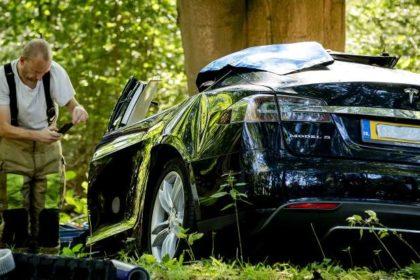 Tesla Model S autopilot crash