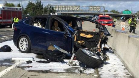 Tesla car crash investigated