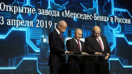 Daimler CEO Dieter Zetsche, Russian President Vladimir Putin, German economics minister Peter Altamaier