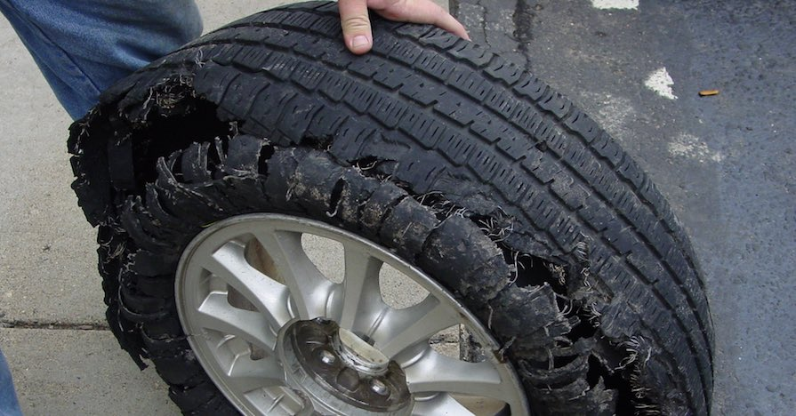 warning signs that you need a tire replacement