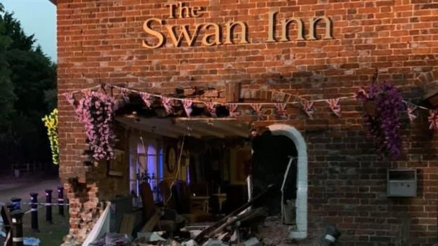 Car accident in Swan Inn, Kent