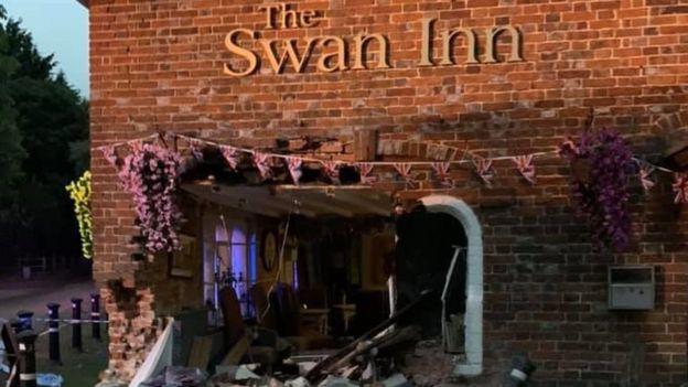 Car accident in Swan Inn, Kent