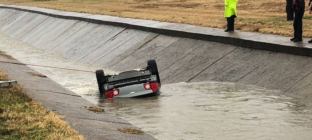 car flipped into Sherman canal, Texas