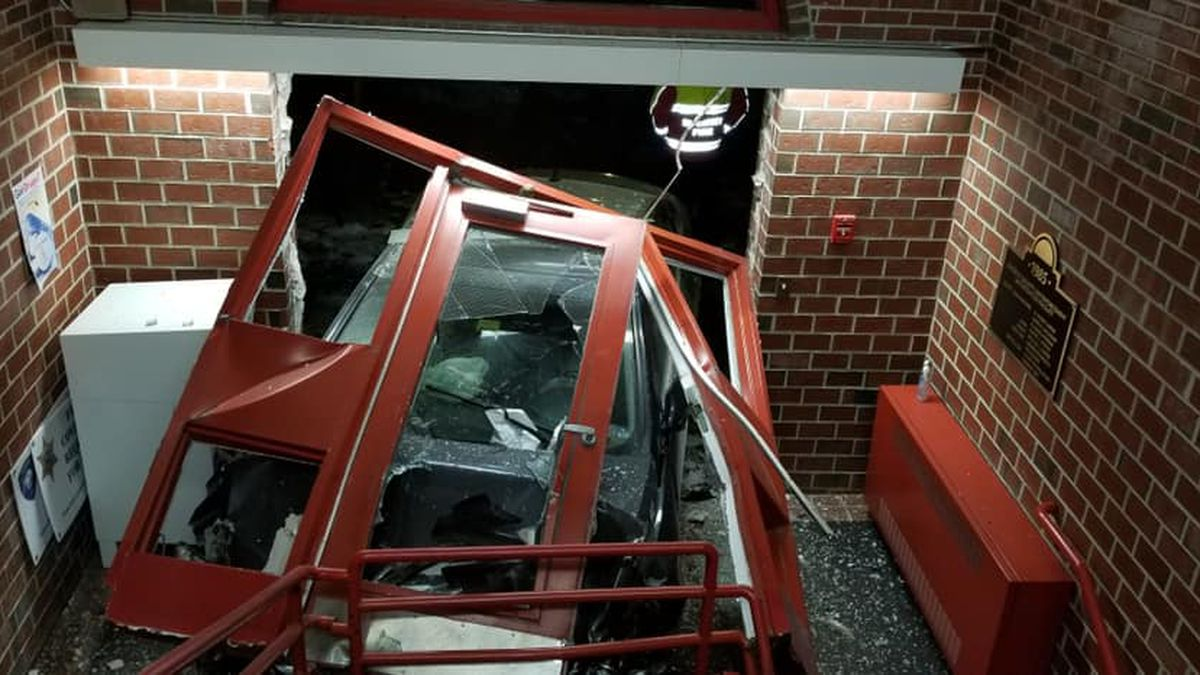Wiscasset woman crashes car into lincoln county sheriff's office