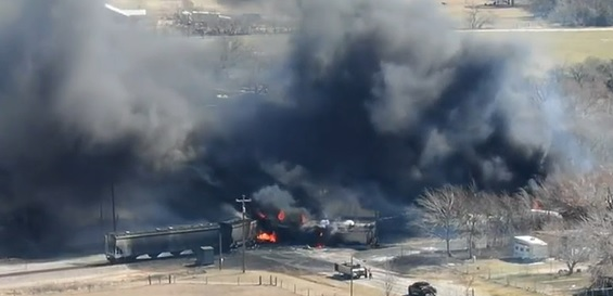Tanker cars burst into flames at Central Texas crossing