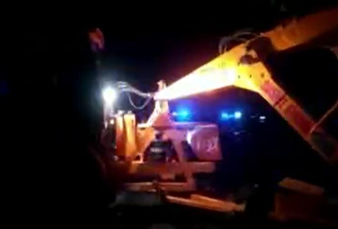 Truck overturned in Kanpur, Uttar Pradesh. 6 died.