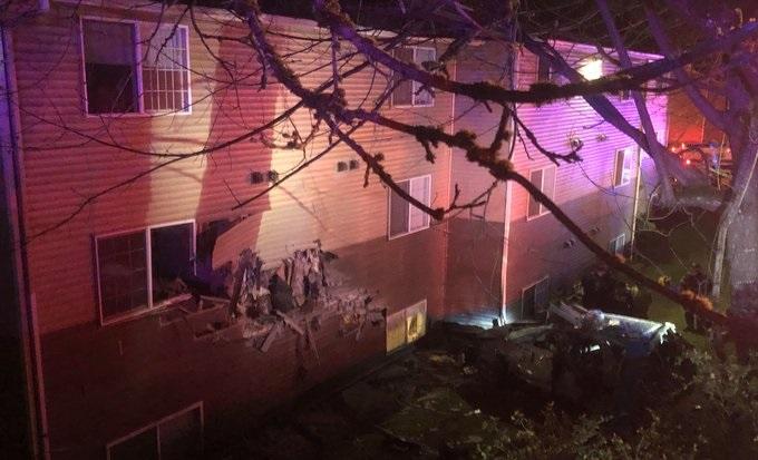 car crashes into 2nd floor in Kent, Washington